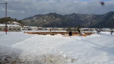 雪に埋もれる基礎