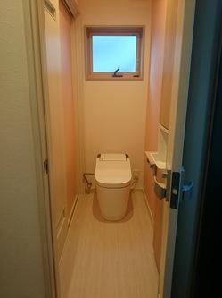 トイレに戸が2つ