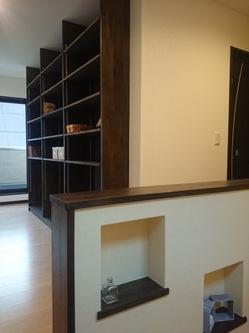 造り付けの本棚