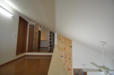 壁を登れば2階へ