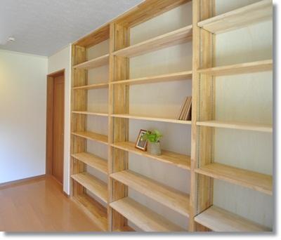 壁面に本棚