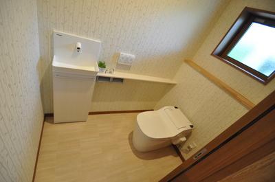 横から出入りできるトイレ