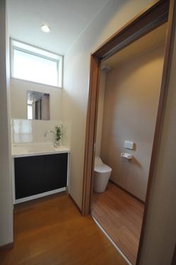 お客様用の手洗い器とトイレ