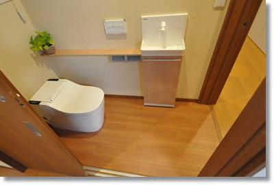 トイレの出入り口が2ヶ所