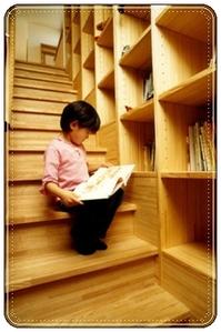 階段の本棚
