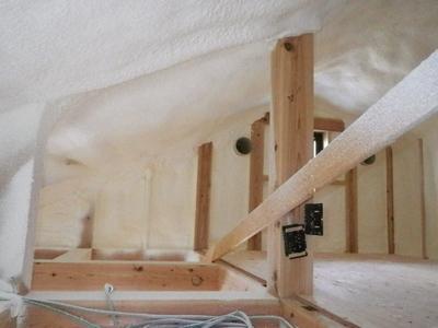 屋根裏 断熱材 エアクララ