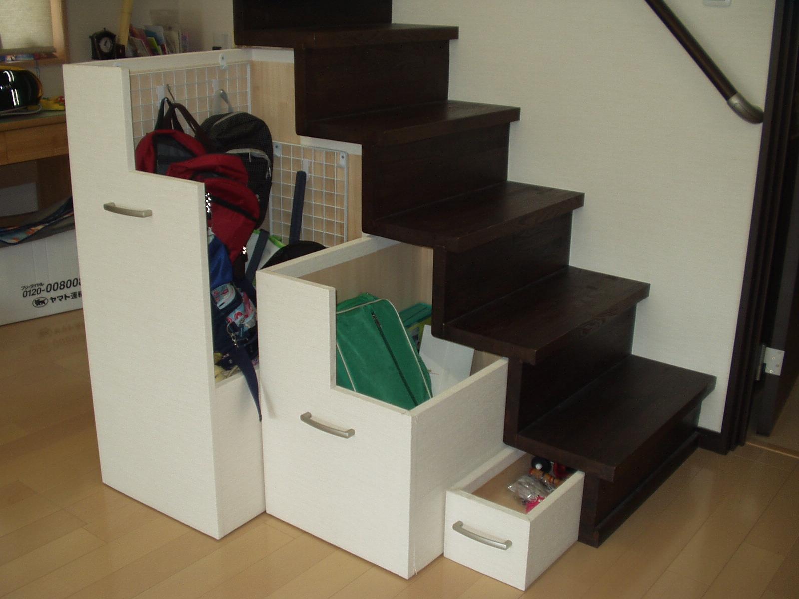 ロフト階段下の収納