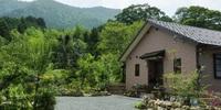 夫婦で景色を楽しむ平屋